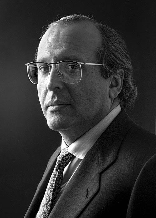 Dr. Luis Fernández-Vega